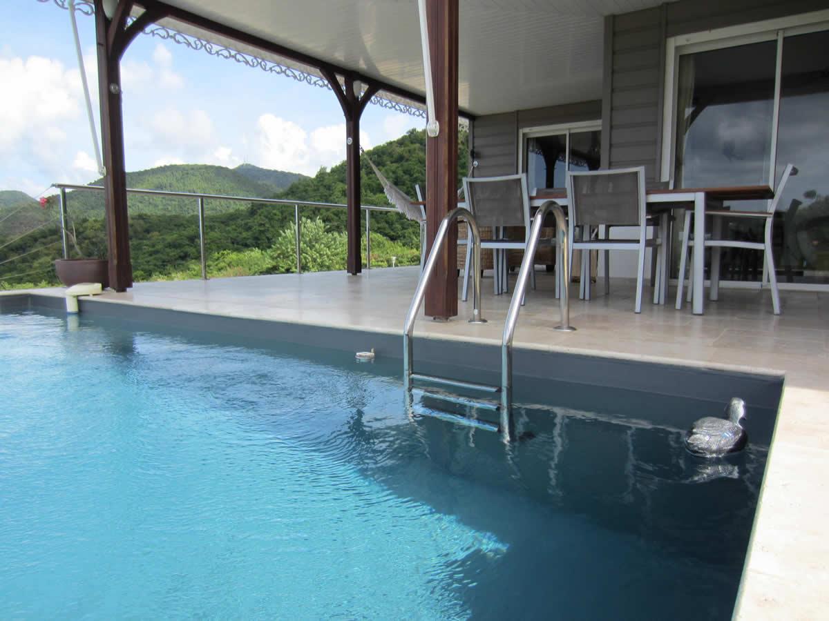 Piscine de la villa en location saisonniere situ e martinique - Location villa piscine martinique ...
