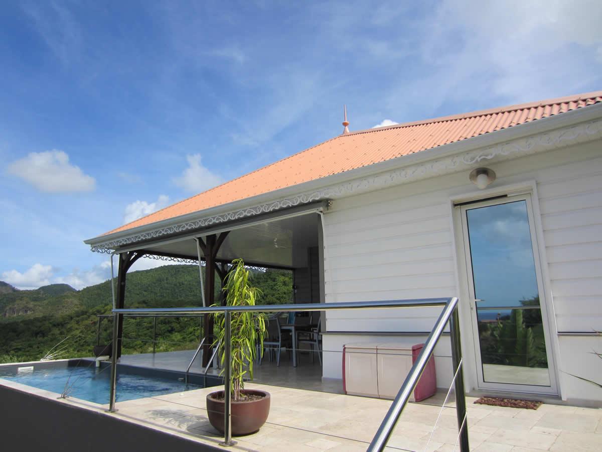 Piscine de la villa en location saisonniere situ e martinique for Villa piscine martinique